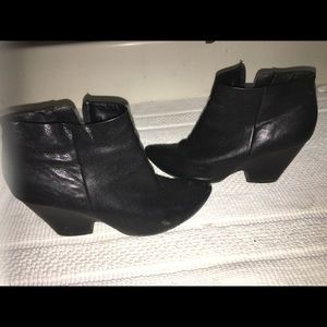 Kenneth Cole reaction leather ankle boots